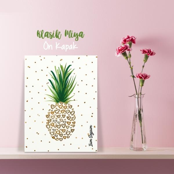 Ananas by Esra Eba