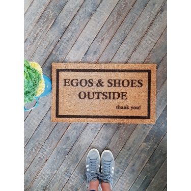Egos and Shoes Outsıde Paspas